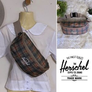 Herschel Supply Co Medium Hip Pack in Ltd Ed Plaid